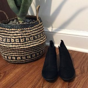 Perfect fall bootie size 8 1/2, black